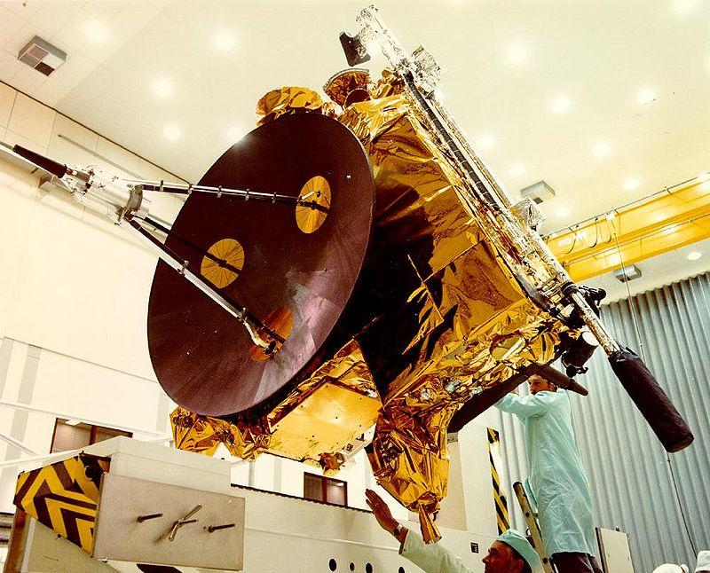 画像に alt 属性が指定されていません。ファイル名: 800px-Ulysses_spacecraft.jpg